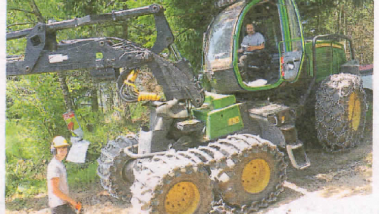 RECORBET Fils expérimente les nouveaux casques en forêt.